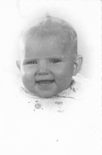 <b>ZOEKPLAATJE:</b>Groef vd Onbekend 19__ Baby bij Fotograaf in Haarlem