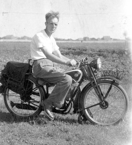 Groef Cor vd 1911 19__ op NSU Motor met GZ 81081