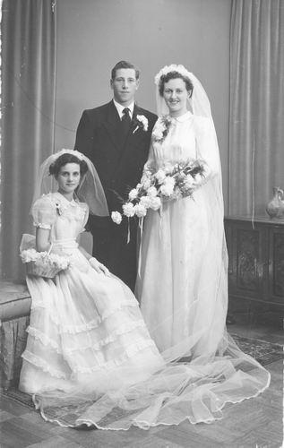 Groef Nel vd 1942 19__ Bruidsmeisje bij trouwen Tinie Witte_2