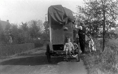 Grote Poellaan 00__ 1936 met Klaas Mantel Jr en Draaiorgel
