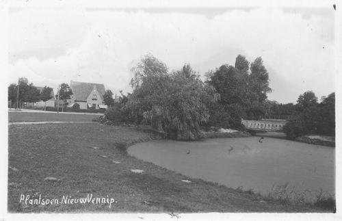 Haeringenplantsoen 1936 met Witte Kruisgebouw