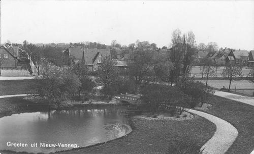 Haeringenplantsoen 1938 met Witte Kruisgebouw