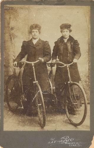 Haspels Margaretha Johanna 1900 met zus Klasina Jacoba