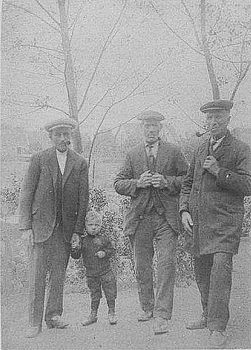 Flier Wijnand van der 192_ met zoon Marius en zwagers
