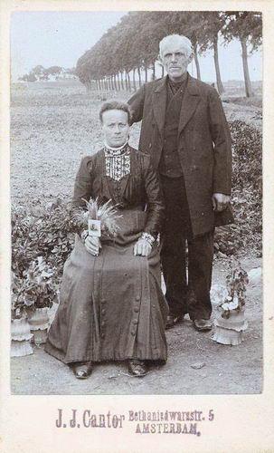 Heuvel Adriana Mdr vd 1867 19__ bij Fotograaf met man Gerrit Smit