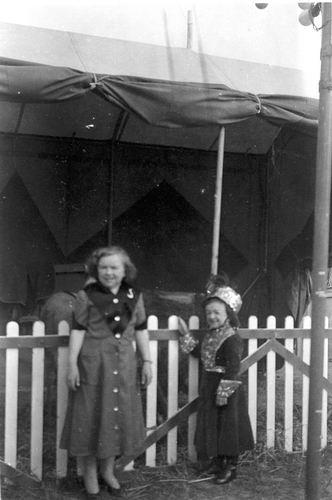 Hmeer 1955 100jr Gemeente Liliputtercircus 03