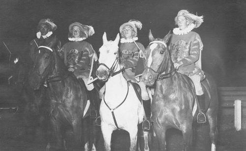 Hmeer 1955 Eeuwfeest met 4 herauten van koning Willem I