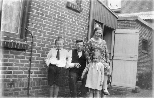 Hodde Hendrik 1932 Gezinsfoto aan Nieuwemeerdijk 282