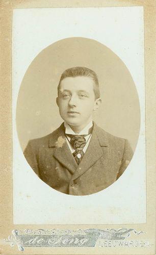 <b>ZOEKPLAATJE:</b>&nbsp;Veen Johannes K van der 1875 19__ Portret Onbekend 05