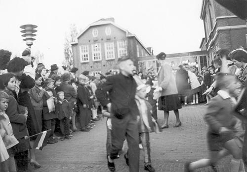 Hoofddorp Koninginnedag 196_ door Riet Floor 12