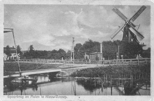 Hoofdweg O 1384 1930 Spoorbrug met molen Rijzende Zon