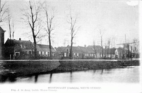 Hoofdweg O 138_ 1905 of eerder met molen Rijzende Zon