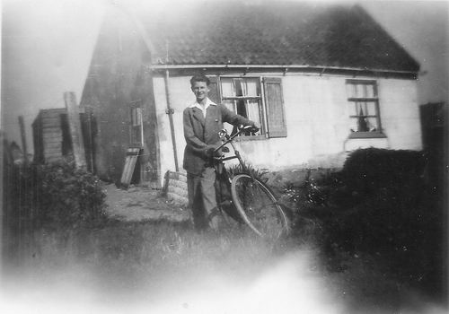 Hoofdweg W 0013 1950 met Joop de Vos