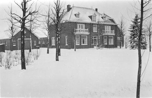 Hoofdweg W 0205 1940 Henricus Hoeve in de Sneeuw