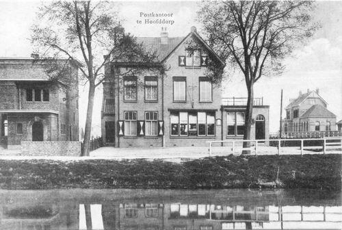Hoofdweg W 0663a 1917 Postkantoor Bank en Station