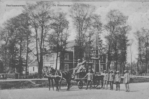 Hoofdweg W 0671 1915 Raadhuis met brandspuit