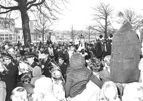 Hoofdweg W 0671 1964 Intocht Sinterklaas 01