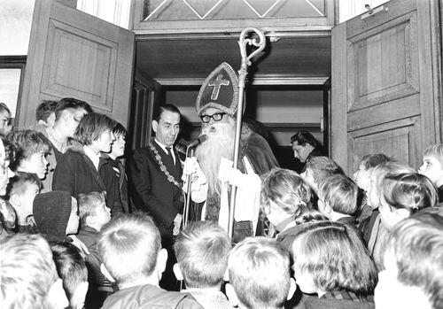 Hoofdweg W 0671 1964 Intocht Sinterklaas 02