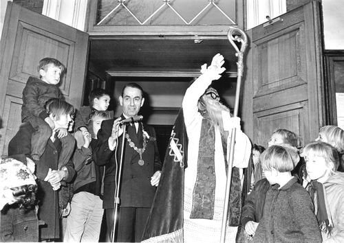 Hoofdweg W 0671 1964 Intocht Sinterklaas 03