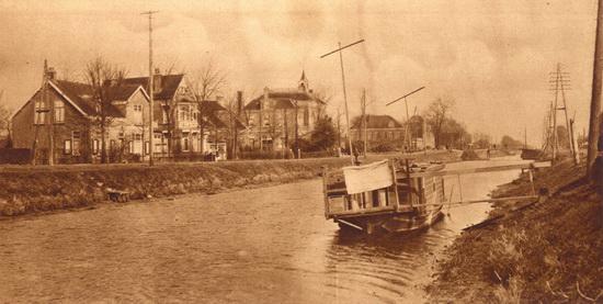 Hoofdweg W 0681 671 1927 met Woonboot
