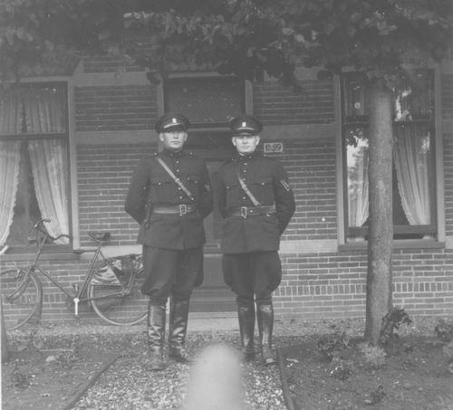 Hoofdweg W 1169 194_ met Politieagent Miggelbrink 02_Re-exp