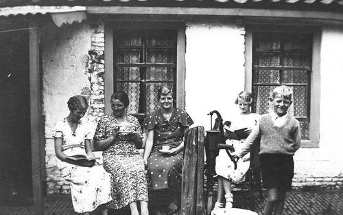 Hoogdalem Simon 193_ Vrouw en Kinderen in Heeg