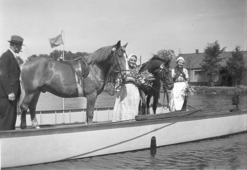 Huigsloterdijk 0400 19__ met Rie de Vlieger en Paard op Pont