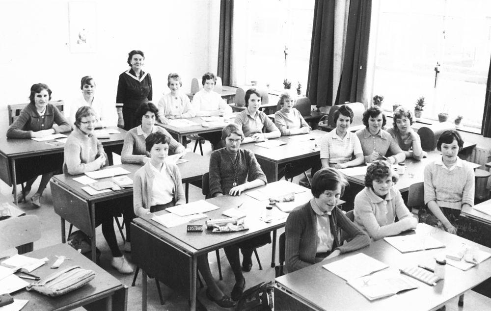Huishoudschool Hoofddorp 1961 Costuumklas 2