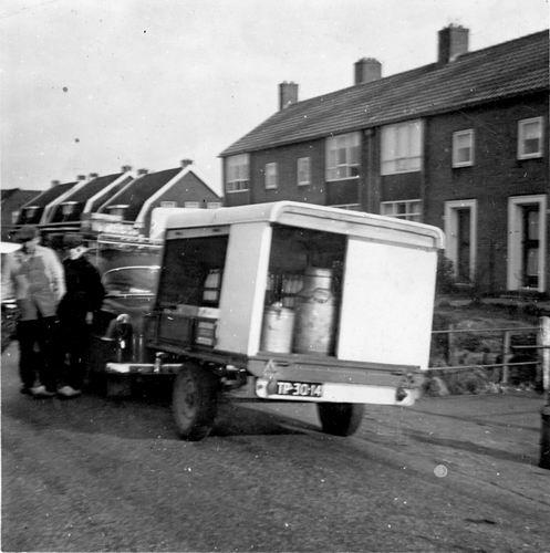 IJweg O 0040-42 19__ met Melk Aanhangwagen van Ab Mulder