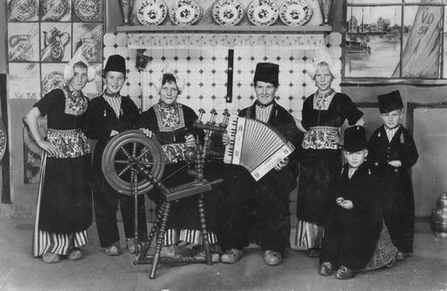 Imanse Familie 1956 in Klederdracht