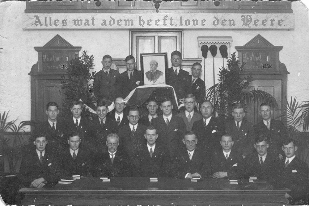 Jongelingenvereniging Protestant 1930 te Vijfhuizen Knapenvereniging met Jan en Hen_2