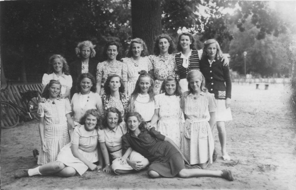 Jongelingenvereniging Rijk 195_ Meisjes - Jong Immanuel