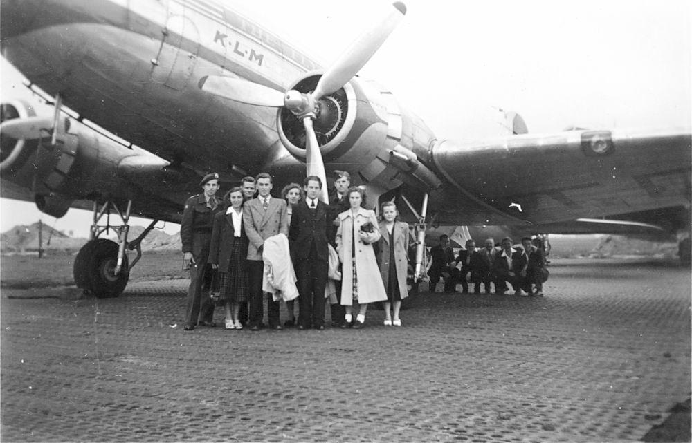 <b>ZOEKPLAATJE:</b>KLM Douglas DC-3 19__ Onbekend met Groep Mensen
