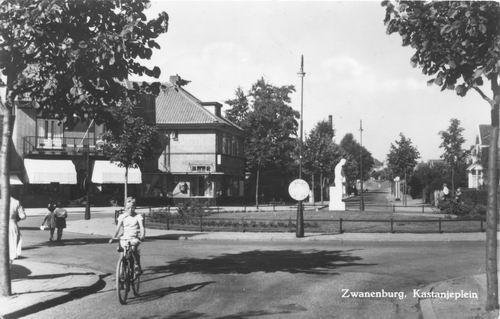 Kastanjeplein 1956 met Monument