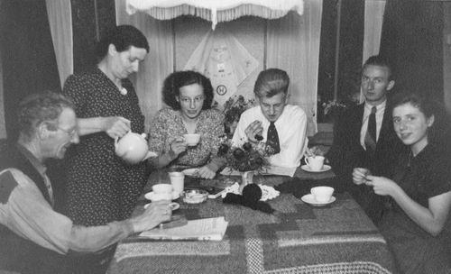 Kemp Jan Adrianus 1948 Familie aan de Thee
