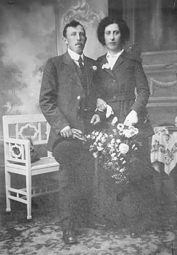 Klein Pieter 1918 trouwt Jansje Teunissen