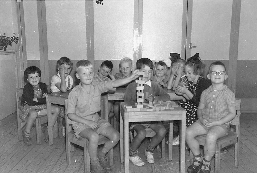 Kleuterschool De Startbaan 19__ Klassefoto met Arie Hoogeveen