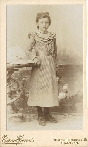 Kofoed Cornelia Adolphina 1891 19__ bij de Fotograaf 03