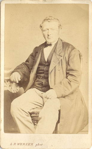 Kofoed Jens 1866 19__ bij Fotograaf Carstensen in Adam 01
