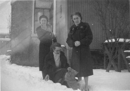 Koning Bep de 1919 193_ met Jannie en Rie v Woerkum 01