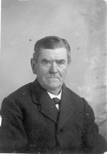Koning Oom Harrij de 19__ Portret uit Familiealbum