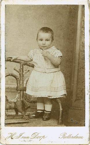 Koning Piet de 1891 19__ Kleuter bij Fotograaf
