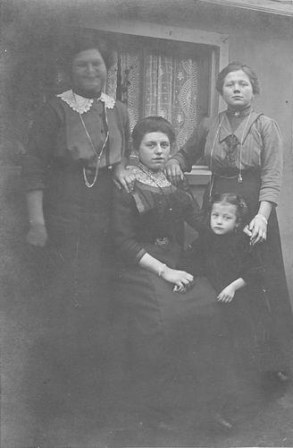 Koning-Tichelaar Stijntje de 1896 19__ bij Fotograaf 06