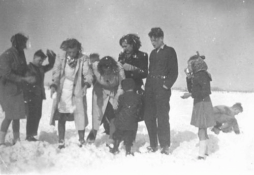 Korsuize Gerrit 19__ ea in de Sneeuw aan Lisserdijk