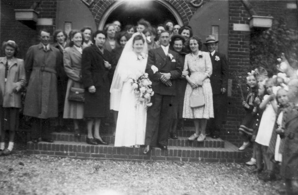 Koter Maartje de 1951 trouwt Jan Overbeek 02