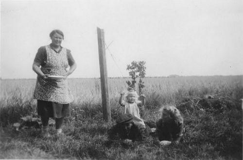 Moerman Koos 1895 19__ met vrouw Jo Saarloos ea