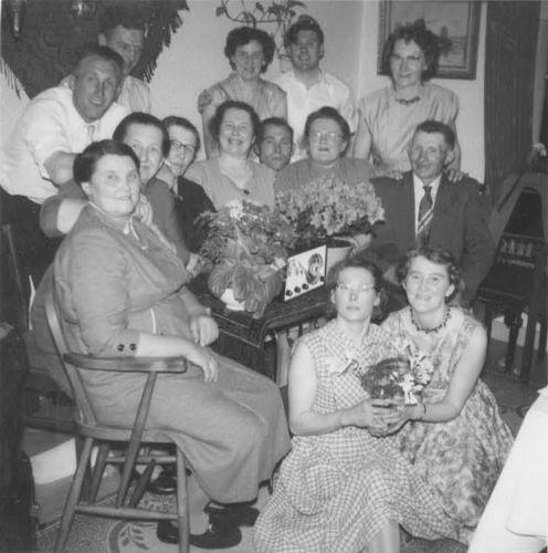 Moerman Koos 1895 19__ met vrouw Jo Saarloos en Familie 02