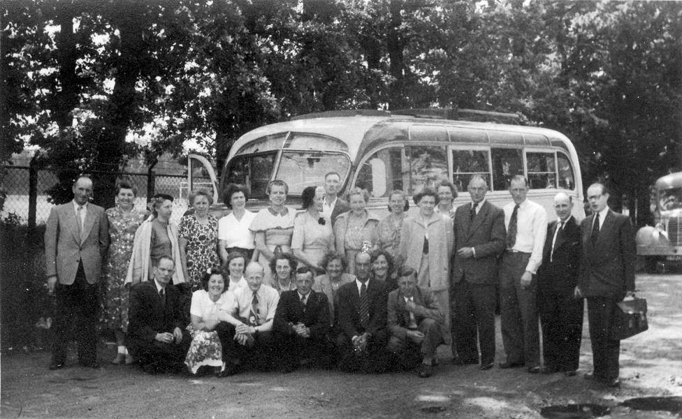 <b>ZOEKPLAATJE:</b>Koter Onbekend de 19__ Familieuitstapje met de de Koter Bus