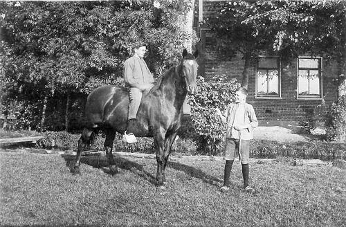 Kromme Spieringweg W 0355 1932 met Gebr Stokman te Paard