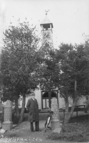 Kromme Spieringweg W 0515 NH Kerk met fietser.JPG